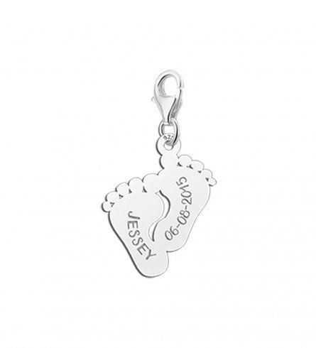 Babyfuss Charmanhänger aus Silber mit Wunschnamen und Datum